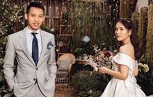 Tiền vệ tuyển Việt Nam công khai ảnh cưới, cảnh hậu trường khiến fan thổn thức vì quá lãng mạn