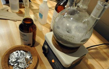 'Breaking Bad' đời thực: Giáo sư Nhật hướng dẫn sinh viên điều chế thuốc lắc
