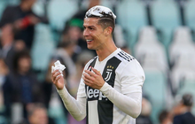 Ronaldo trở thành tâm điểm của màn ăn mừng vô địch có một không hai
