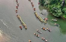 Đôi rồng được hàng trăm chiếc thuyền rước trong lễ hội Tràng An, Ninh Bình