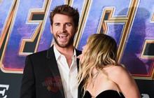 """Đi ra mắt phim bom tấn mà vợ chồng son Miley Cyrus - Liam Hemsworth cứ mải """"cù lét"""" nhau, làm đủ trò nhí nhố"""