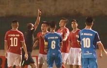 Hai cầu thủ đánh nguội đối phương, Hà Tĩnh kết thúc trận đấu hỗn loạn trước Phố Hiến với 9 người