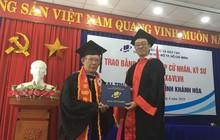 TPHCM: Ông lão 70 tuổi là thợ nhôm kính nhận bằng đại học loại giỏi
