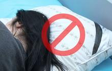 6 thói quen khi ngủ cứ tưởng vô hại nhưng gây ảnh hưởng không nhỏ tới sức khỏe