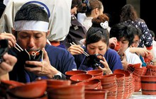 Nhật: trào lưu ăn mì nhanh hơn cả tốc độ trở mặt của người yêu cũ lên hẳn CNN