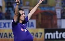 Tiền vệ tuyển Việt Nam ăn mừng kiểu bụng bầu khi ghi bàn ở V.League
