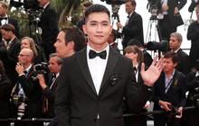 """Không chọn """"ồn ào"""" như Ngọc Trinh, Võ Cảnh lịch lãm xuất hiện trên thảm đỏ Cannes ngày thứ 6"""