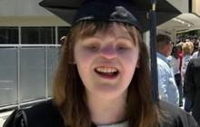 Nghị lực phi thường của nữ sinh không có mắt mũi ở Mỹ vẫn tốt nghiệp cao đẳng