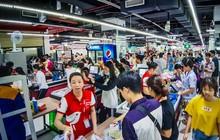 Không chỉ gây sốc khi thản nhiên bóc đồ, vứt bừa bãi tại siêu thị Auchan, một số người còn giả vờ vào mua để trộm cắp hàng hóa