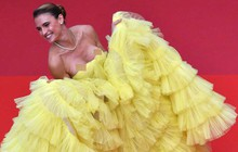 Sự cố hy hữu trên thảm đỏ Cannes: Mải mê tạo dáng, mẫu Brazil bị tụt váy, lộ gần cả vòng 1 trước hàng trăm con mắt