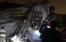 Container kéo ngã hàng loạt trụ điện trong đêm ở Sài Gòn