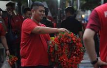 Ban quản lý sân Hàng Đẫy sử dụng máy quét an ninh, CĐV Hải Phòng cổ vũ bằng hoa phượng thay pháo sáng