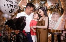 Vợ Tuấn Hưng lộ bụng bầu lớn trong tiệc sinh nhật do ông xã tự tay tổ chức
