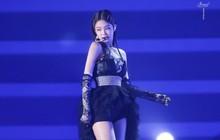 Tiếp tục dính sự cố sân khấu, lần này Jennie (BLACKPINK) xoay xở thế nào?