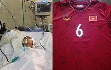 Áo đấu tuyển Việt Nam được CĐV HAGL đấu giá 12 triệu đồng để ủng hộ cậu bé gặp tai nạn