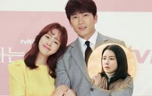 """Ji Sung bạo mồm nói """"anh nhớ em"""" với Han Ji Min, bà xã Lee Bo Young ở nhà liệu có ghen nổ mắt?"""
