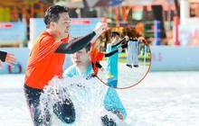 """Trấn Thành bị đồng nghiệp kéo tụt quần trên sóng truyền hình nhưng phản ứng """"lầy lội"""" của ông xã Hari Won mới gây chú ý"""