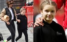 Bắt gặp Harper cùng mẹ đi cổ vũ David Beckham thi đấu, ai ngờ cô bé đã lớn và xinh đến mức này rồi