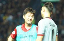 Xuân Trường, Văn Lâm ôm nhau đầy tình cảm sau trận đối đầu tại Thai League