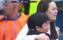 Tỷ phú kiêm trưởng đoàn xinh đẹp của tuyển nữ Thái Lan bật khóc sau khi đội nhà có bàn thắng đầu tiên ở World Cup