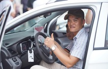 """Những khách hàng đầu tiên sở hữu ô tô VinFast Fadil: """"Sẽ chạy 350km về tận Hà Tĩnh ngay sau khi nhận xe"""""""
