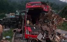 Hòa Bình: Xe tải va chạm kinh hoàng xe khách lúc nửa đêm, 3 người chết 31 người bị thương