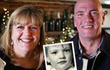 Dù bị mẹ chia cắt từ nhỏ, chị gái vẫn gặp lại em trai đầy cảm động sau 30 năm tìm kiếm