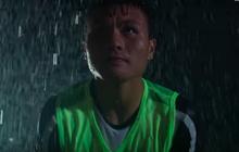 Quang Hải dầm mưa đêm diễn phim gây bão Youtube