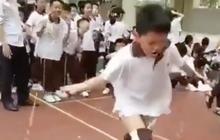 Sợ rớt môn Thể dục, cậu học sinh cố nhảy dây đến mức tụt cả quần vẫn không ngừng lại khiến dân mạng cười bò