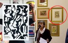 Hoạ sĩ thấy tranh của mình ở bảo tàng nhưng khi xem tên tác giả thì mới nhận ra điều bất ngờ
