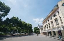 Chùm ảnh: Phố đi bộ hồ Gươm vắng tanh trong ngày nắng nóng kinh hoàng ở Hà Nội