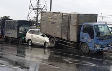 TP. HCM: Tai nạn liên hoàn lúc dừng đèn đỏ, tài xế hoảng loạn kêu cứu