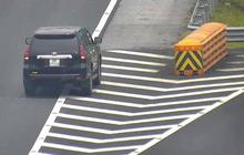 Liên tiếp 3 ô tô đi lùi trên cao tốc trong một buổi sáng khiến nhiều người khiếp vía