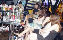 """Bắt quả tang 11 """"chân dài"""" và 17 nam thanh niên mở tiệc ma túy ở quán karaoke"""