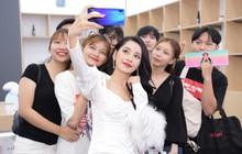 Chi Pu bật mí bí quyết xả stress cùng điện thoại Huawei