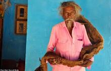 40 năm trời không dám cắt tóc gội đầu, người đàn ông Ấn Độ giải thích làm thế vì 'đây là yêu cầu của Thượng đế'