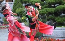 """Sau Vũ hội Ánh Dương, """"phù thủy sân khấu"""" Phạm Hoàng Nam tiếp tục mang tới đỉnh Fansipan """"Vũ điệu trên mây"""""""