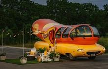 """Thuê Airbnb trong một chiếc """"hotdog"""" 4 bánh, mới nghe đã liên tưởng đến sốt cà chua và mù tạt vàng rồi!"""
