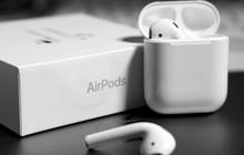 """Cảnh giác với AirPods """"nhái"""" rẻ gấp 10 lần: Đánh lừa được iPhone nhận nhầm thành hàng thật"""