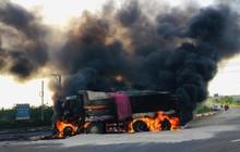 Xe bồn chở xăng và xe ben bốc cháy dữ dội sau va chạm, tài xế và con trai 6 tuổi tử vong trong cabin