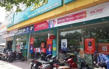 Hà Nội: Bảo vệ kể lại giây phút kinh hoàng khi nhân viên cửa hàng Viettel giành giật dao từ tay kẻ cướp