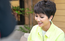 Hoa hậu H'Hen Niê tiết lộ từng được khuyên tiêm môi, sửa mũi, làm trắng da trước khi thi quốc tế