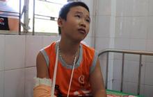 Cậu bé bán vé số bị cướp đánh gãy tay phải chuyển ra Đà Nẵng điều trị vì nghi chấn động não