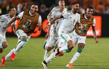Tác hại của học luật bóng đá qua mạng: Cả đội tuyển Algeria lao ra ngoài ăn mừng bàn thắng, ban huấn luyện bắt 2 cầu thủ ở lại sân