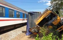 Tàu hỏa tông văng xe tải 10m, tài xế tử vong thương tâm