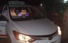 Tài xế taxi Vinasun bị cướp cứa cổ vẫn cố chạy đến gần nhà dân kêu cứu