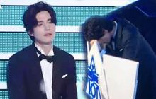 """Lee Dong Wook thẫn thờ, gục mặt sau ghế hậu Chung kết """"Produce X 101"""""""