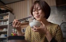 """Vấn đề gây """"nhức nhối"""" với chính người Nhật: đặt thức ăn lên cơm trắng có làm """"bẩn"""" cơm?"""