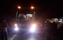 Xe máy va chạm kinh hoàng với ô tô khách, 2 bé gái chết thảm