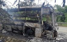 Cháy xe giường nằm, 30 hành khách hoảng loạn tháo chạy